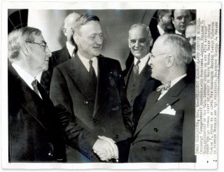 "8"" x 10-1/2"" Black-and-White Press Photograph of Douglas and Truman. William O. Douglas, Harry S. Truman."